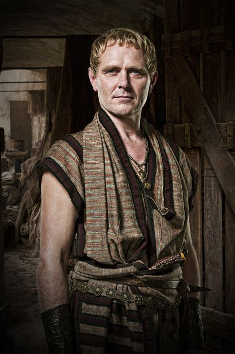 Geschäftsrivale der Familie Batiatus: Tullius (Stephen Lovatt) ... - Bildquelle: 2010 Starz Entertainment, LLC