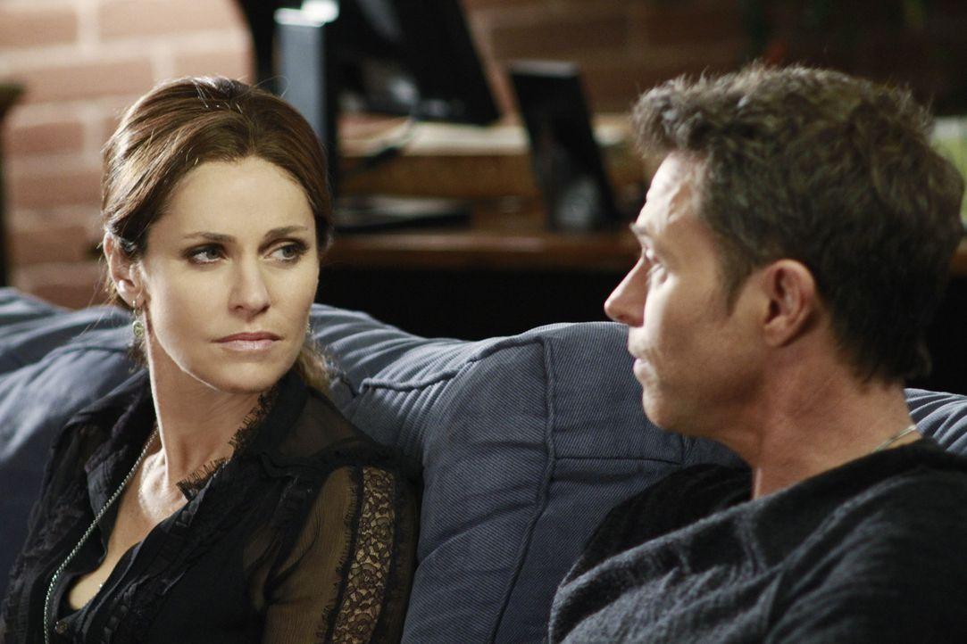 Sind beunruhigt über das Wohl von Betsey und veranlassen eine Überprüfung ihrer neuen Pflegeeltern: Violet (Amy Brenneman, l.) und Pete (Tim Daly... - Bildquelle: ABC Studios