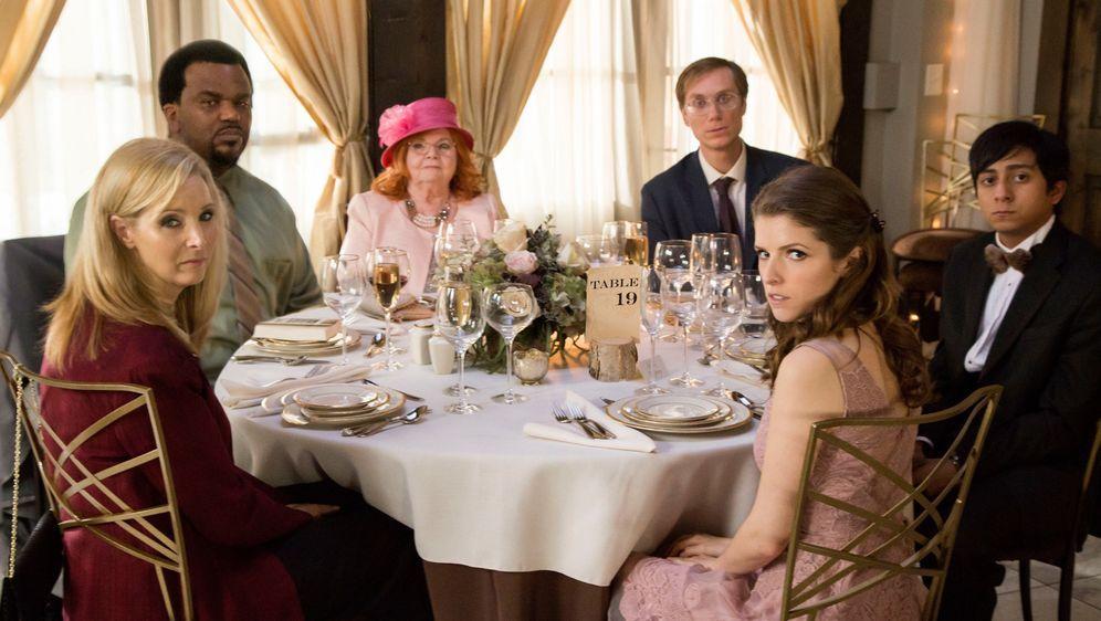 Table 19 - Liebe ist fehl am Platz - Bildquelle: Jace Downs 2017 Twentieth Century Fox Film Corporation.  All rights reserved.
