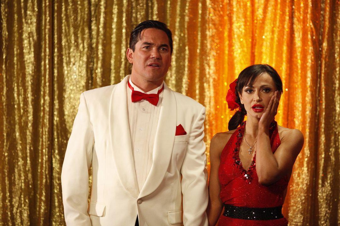 Erschrocken müssen Dean Cain (Dean Cain, l.) und Karina Smirnoff (Karina Smirnoff, r.) feststellen, dass sie einen ernstzunehmenden Konkurrenten be... - Bildquelle: 2012 Twentieth Century Fox Film Corporation. All rights reserved.