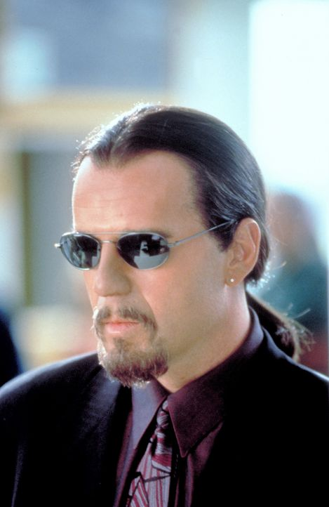 Niemand kennt die wahre Identität des Schakals (Bruce Willis), nur ein lebender Mensch hat je sein Gesicht gesehen; und der geniale Profikiller sor...