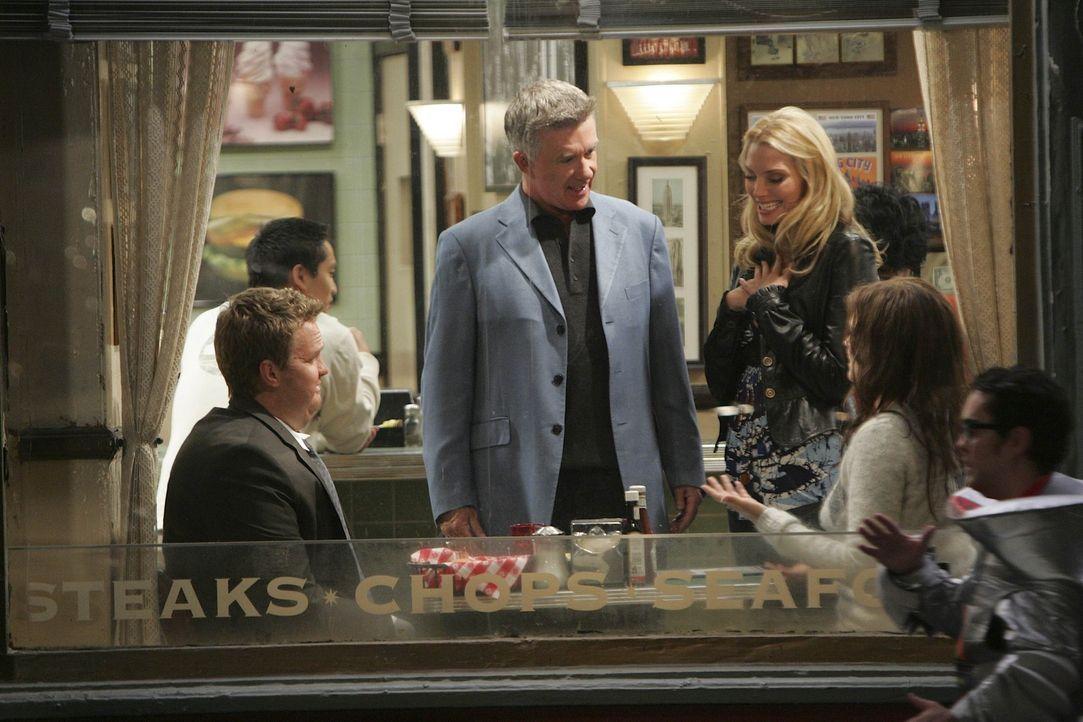 Ted, Marshall und Lily sind zu der Überzeugung, dass man Barney (Neil Patrick Harris, l.) und Robin (Cobie Smulders, 2.v.r.) auseinanderbringen sol... - Bildquelle: 20th Century Fox International Television