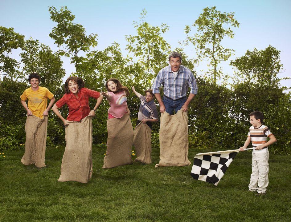 (2. Staffel) - Bei ihnen herrscht der ganz normale Wahnsinn einer fünfköpfigen Mittelklassen-Familie: Axl (Charlie McDermott, l.), Frankie (Patricia... - Bildquelle: Warner Brothers
