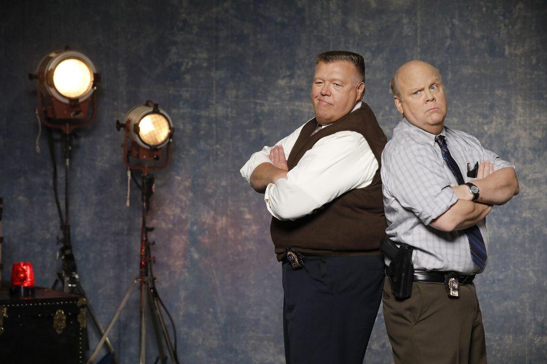 (6. Staffel) - Scully (Joel McKinnon Miller, l.); Hitchcock (Dirk Blocker, r.) - Bildquelle: Trae Patton 2019 UNIVERSAL TELEVISION LLC. All rights reserved. / Trae Patton