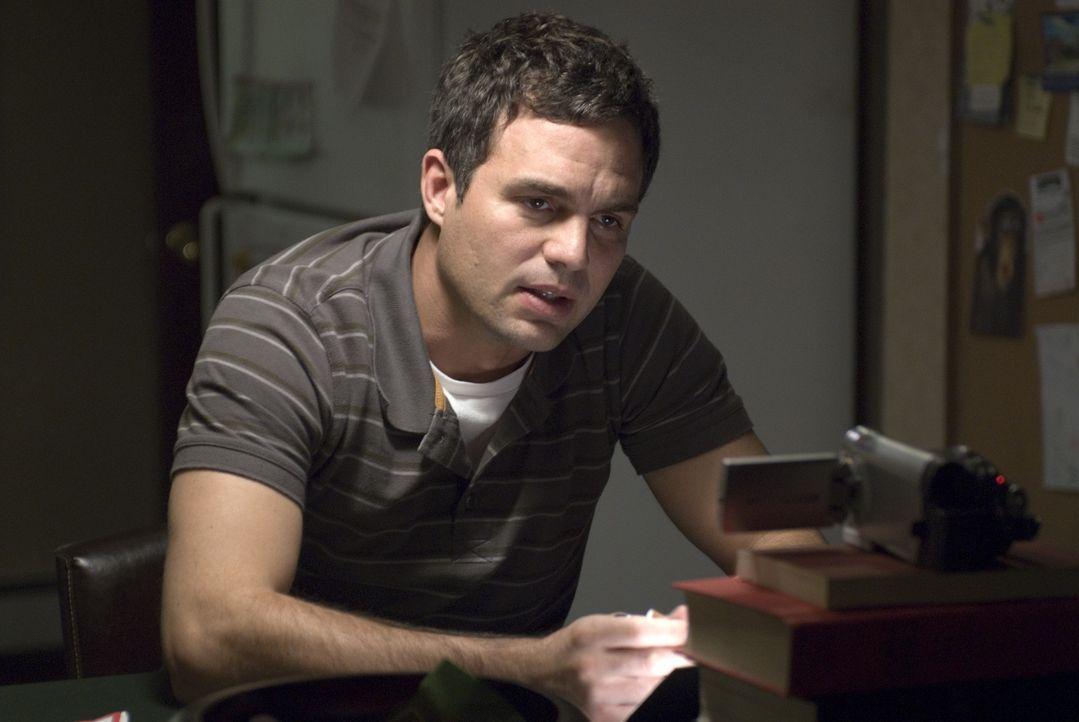 Der geflüchtete Unfallfahrer Dwight Arno (Mark Ruffalo) vergeht in Mitleid und Selbsthass. Zwar überlegt er sich immer wieder, sich der Polizei zu... - Bildquelle: TOBIS Film