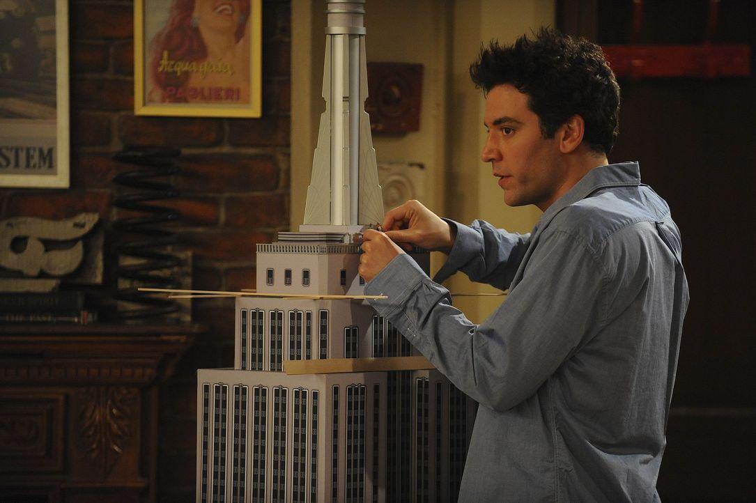 Ahnt nicht, dass Robin ihn bei spielen ertatppt: Ted (Josh Radnor) ... - Bildquelle: 20th Century Fox International Television