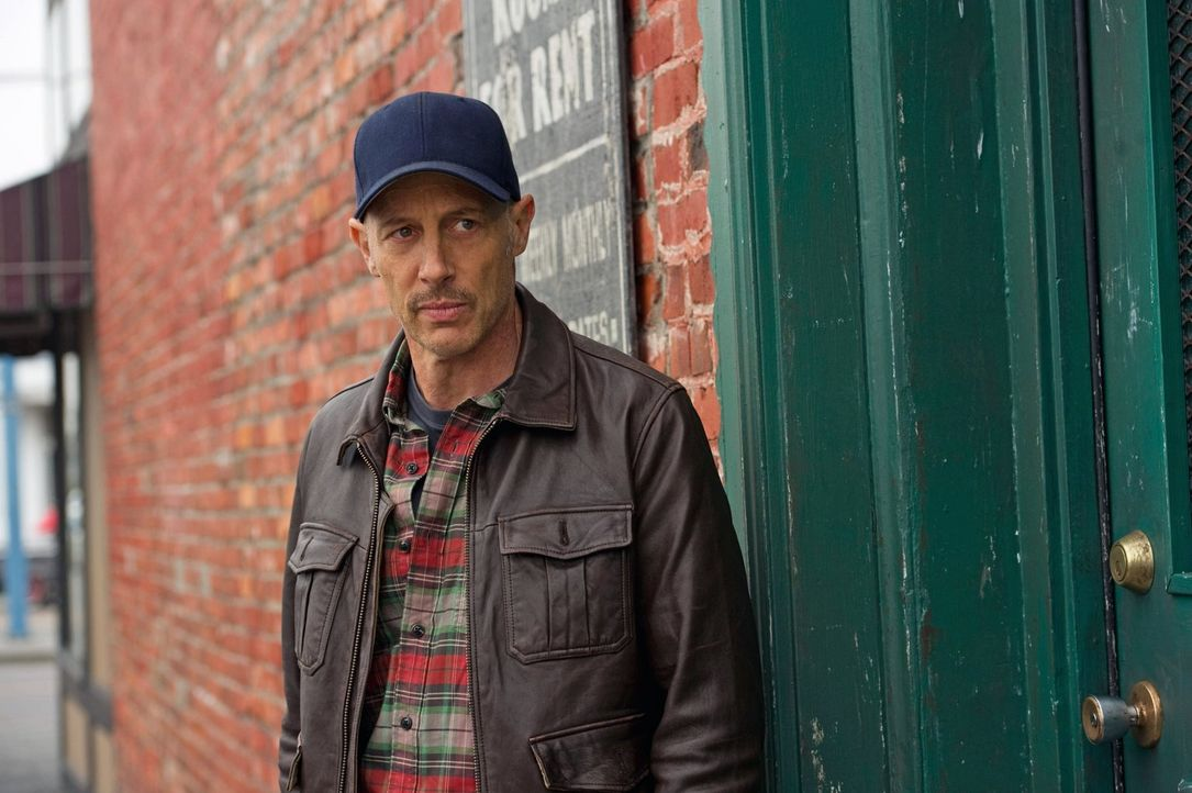 Wird sich Martin (Jon Gries) an die Abmachung halten und Benny lediglich beobachten? - Bildquelle: Warner Bros. Television