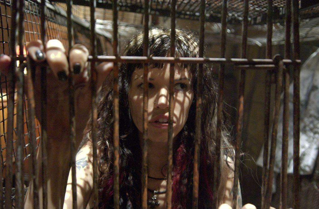 Ihre Chancen stehen ziemlich schlecht, um dem wahnsinnigen Serienkiller entkommen zu können: Kira (Samantha Noble) ...