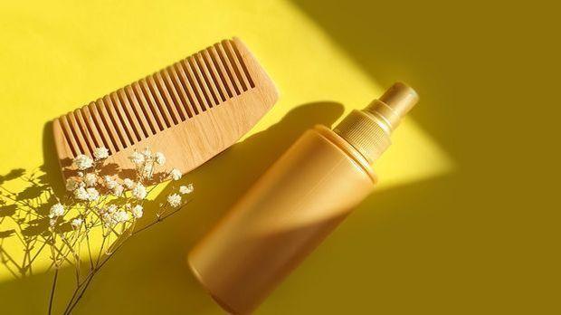 Kamm, Shampoo und Co. – finde heraus, welche Hausmittel und Pflegeprodukte du...