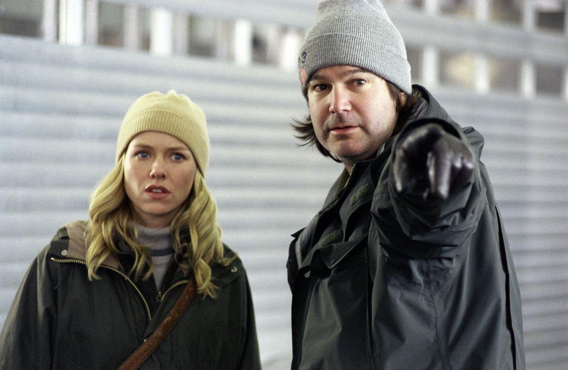 Regisseur Gore Verbinski, r. und Hauptdarstellerin Naomi Watts, l. - Bildquelle: TM &   2002 Dreamworks LLC. All Rights Reserved