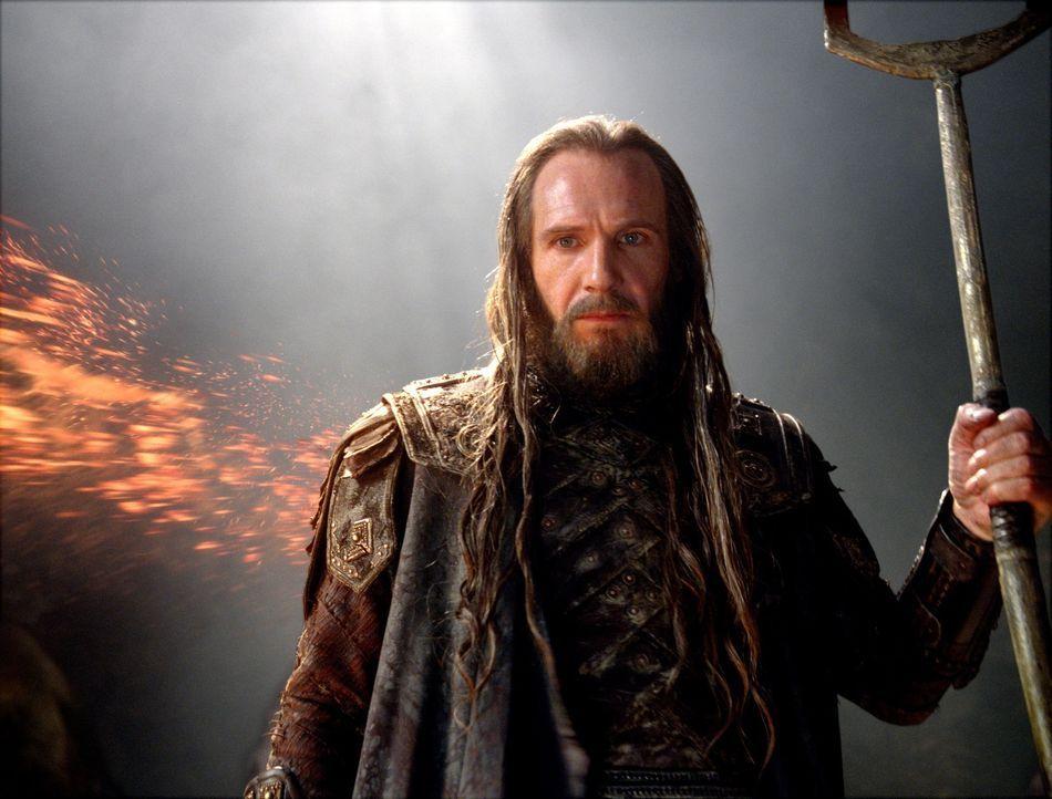 Hades (Ralph Fiennes) - Bildquelle: Warner Bros.
