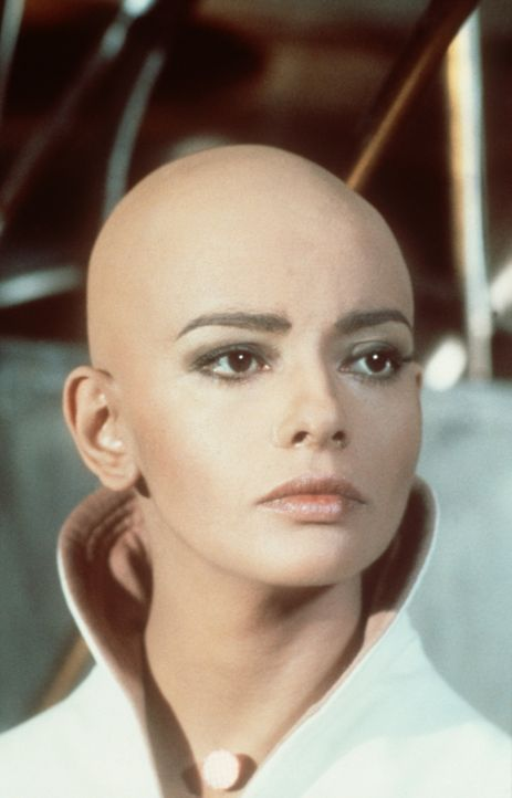 Als die Enterprise ins Innere der Energiewolke fliegt, wird Ilia (Persis Khambatta) durch einen seltsamen Energiestrahl vom Schiff entführt ? - Bildquelle: Paramount Pictures