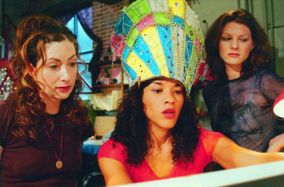 Jetzt brauchen JJ (Jenny Judelle, l.) Alex (Klea Scott, M.) und Taylor (Lala Sloatman, r.) einen sehr guten Plan, um aus der Schuldenfalle wieder he... - Bildquelle: Kali Films