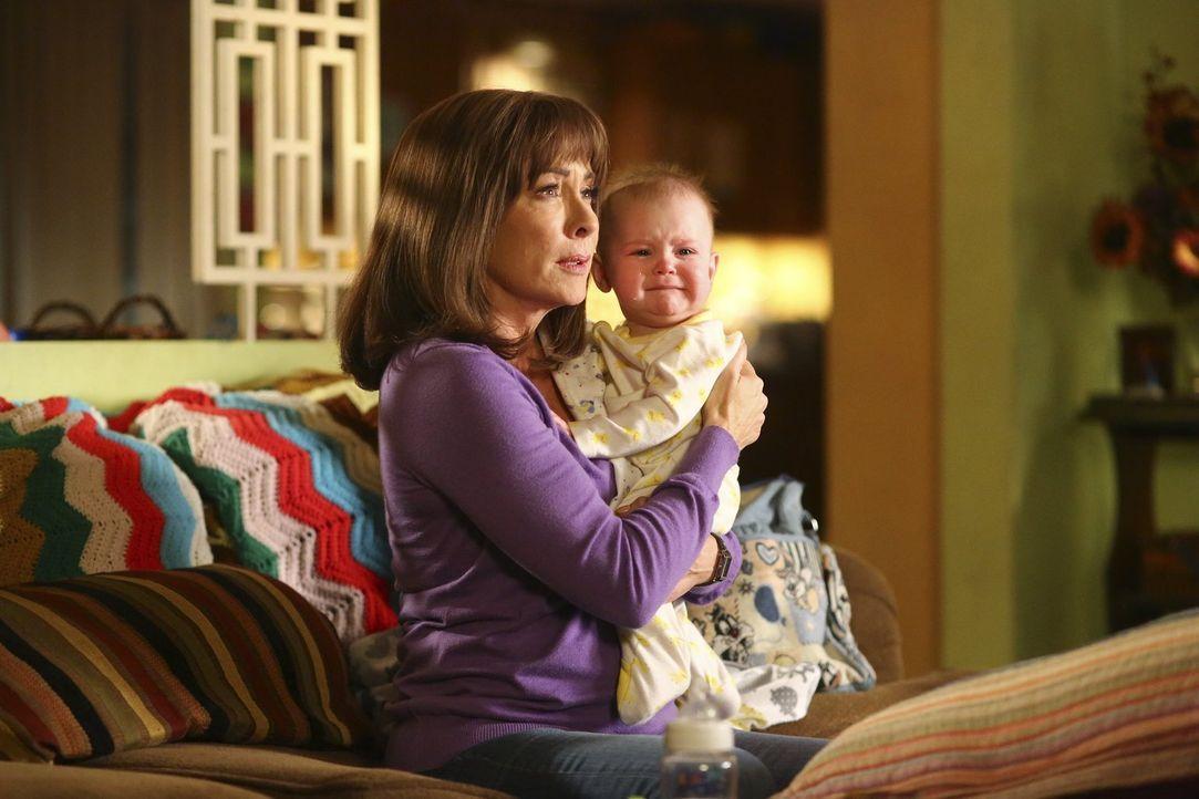 Frankie (Patricia Heaton) erfährt von ihrem Arzt, dass sie keine Kinder mehr bekommen kann, was sie mehr als traurig stimmt ... - Bildquelle: Warner Bros.