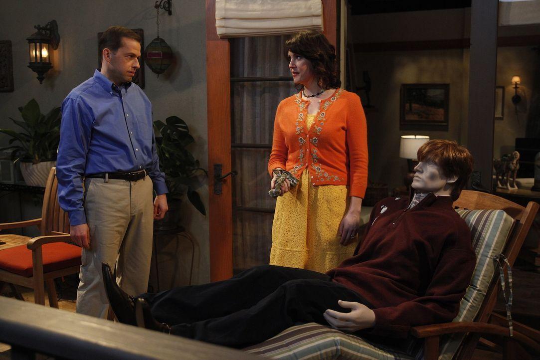 Alan (Jon Cryer, l.) hat ein schlechtes Gewissen, weil er seine Familie betrogen hat. Als Rose (Melanie Lynskey, M.) ihm auf die Schliche kommt, hat... - Bildquelle: Warner Brothers Entertainment Inc.