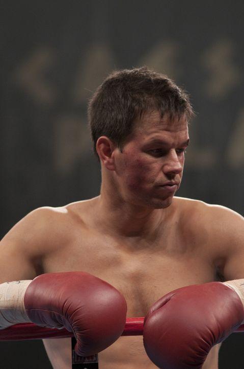 Als Micky (Mark Wahlberg) gegen einen Gegner antritt, der etliche Kilos mehr auf die Waage mitbringt, schwant ihm, dass das nicht gut ausgehen kann.... - Bildquelle: 2010 Fighter, LLC All Rights Reserved