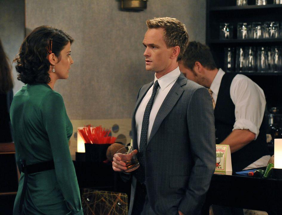 Stehen vor einer schwierigen Entscheidung: Barney (Neil Patrick Harris, r.) und Robin (Cobie Smulders, l.) ... - Bildquelle: 20th Century Fox International Television