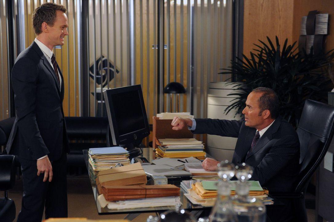 Rückblick in längst vergangene Zeiten: Barney (Neil Patrick Harris, l.) und Greg (Mark Derwin, r.) ... - Bildquelle: 2014 Twentieth Century Fox Film Corporation. All rights reserved.