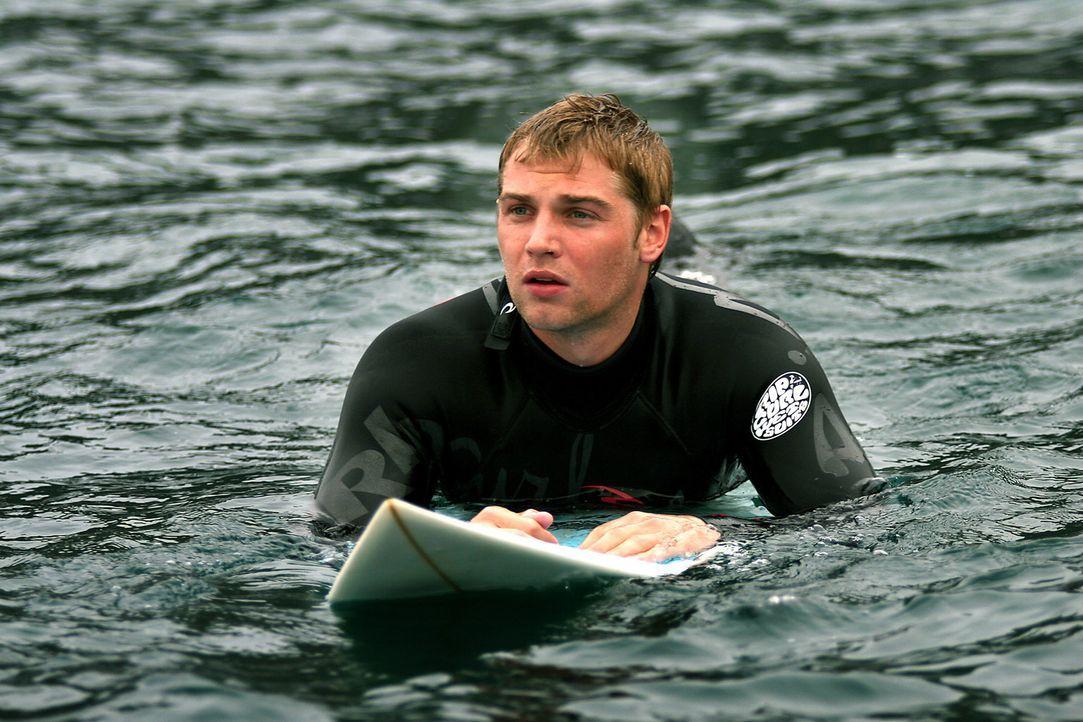 Der leidenschaftliche Surfer Jason (Mike Vogel) genießt seinen Urlaub in Spanien in vollen Zügen. Doch dann lässt er sich von einem dubiosen Hän... - Bildquelle: Manufacturas Audiovisuales, S.L. and Urconsa 2003, S.L.