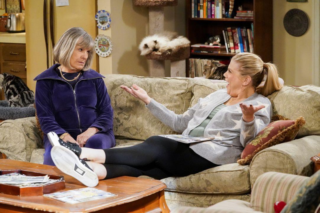 Marjorie (Mimi Kennedy, l.); Tammy (Kristen Johnston, r.) - Bildquelle: Warner Bros. Entertainment, Inc.