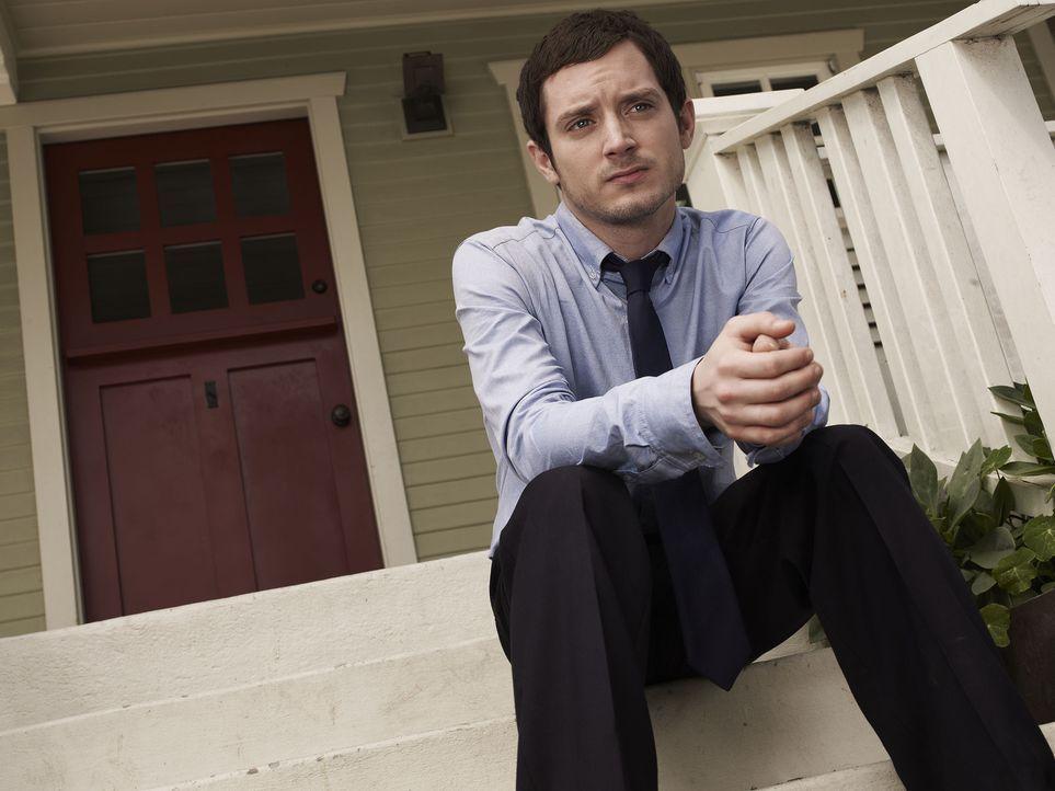 (1. Staffel) - Ryan (Elijah Wood) hat die Schnauze voll. Er beschließt seinem Leben ein Ende zu setzen und seinen lange geplanten Selbstmord endlich... - Bildquelle: 2011 FX Networks, LLC. All rights reserved.