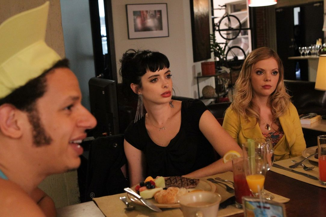 Als Chloe (Krysten Ritter, M.) Mark (Eric André, l.) ins Visier nimmt, muss June (Dreama Walker, r.) ihren Plan Chloe tugendhafter zu machen wohlod... - Bildquelle: 2012 American Broadcasting Companies. All rights reserved.