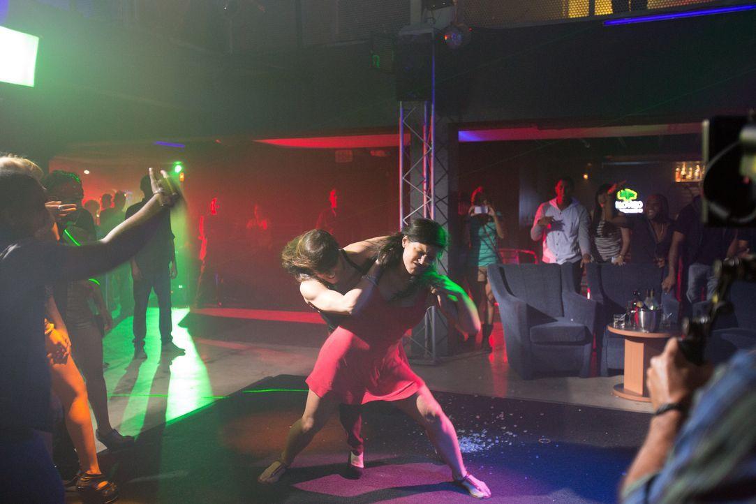 Brutal und sexy - Ava (Gina Carano, r.) ist zu jedem Kampf bereit ... - Bildquelle: Francisco Roman ITB Productions, Inc.