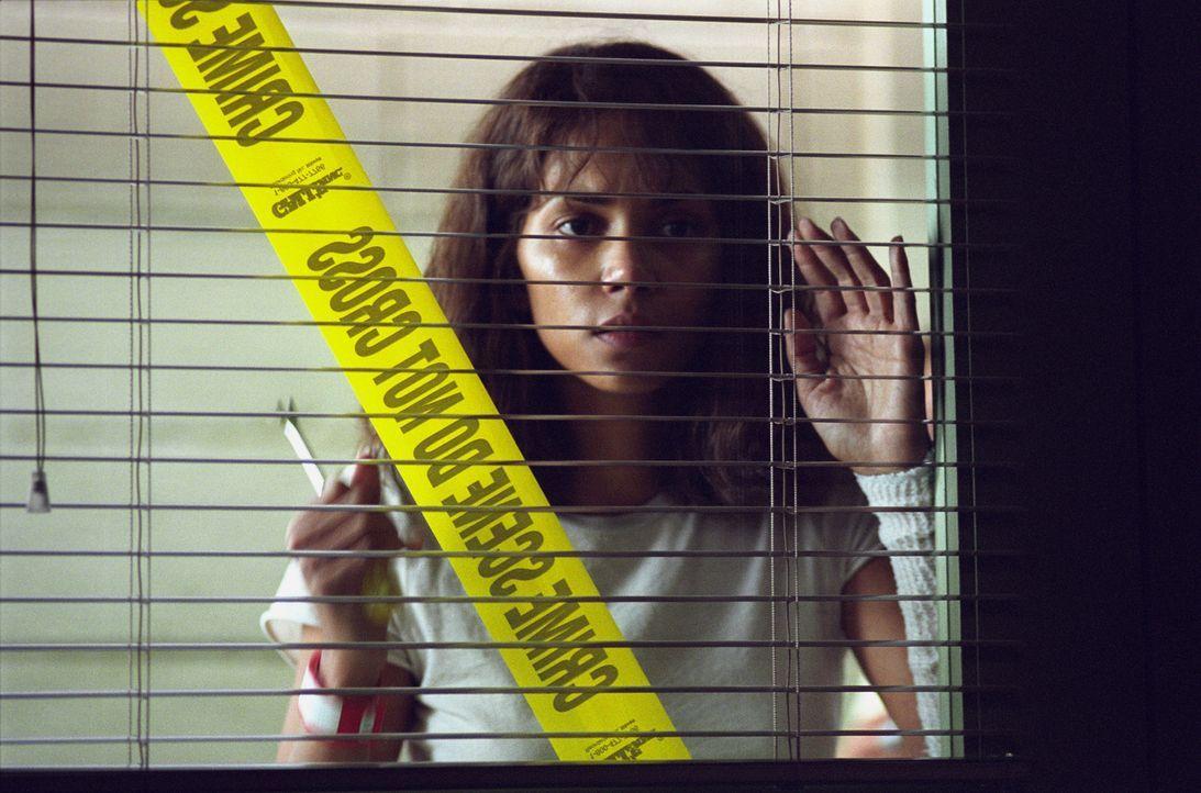 Wegen ihres Berufes in einer geschlossenen Anstalt hat die Psychologin Miranda Grey (Halle Berry) es jeden Tag mit seltsamen Menschen und Phänomenen... - Bildquelle: 2004 Sony Pictures Television International. All Rights Reserved.