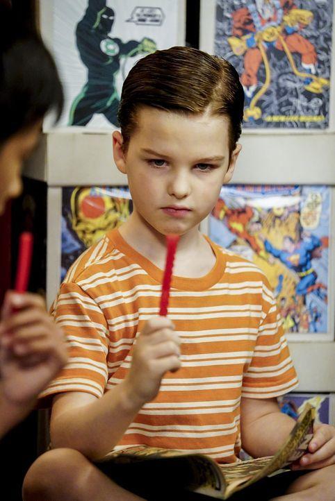 Nachdem Sheldon (Iain Armitage) fast an einer Wurst erstickt ist, hat er Probleme feste Nahrung zu sich zu nehmen. Wird er das Trauma überwinden kön... - Bildquelle: Warner Bros.
