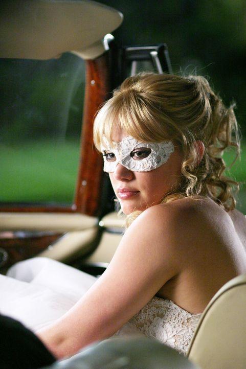 Sam (Hilary Duff) ist enttäuscht – beinahe hätte sie Austin geküsst, doch dann muss sie den Ball verlassen, um keinen Ärger mit ihrer Stiefmutter zu... - Bildquelle: Warner Bros.