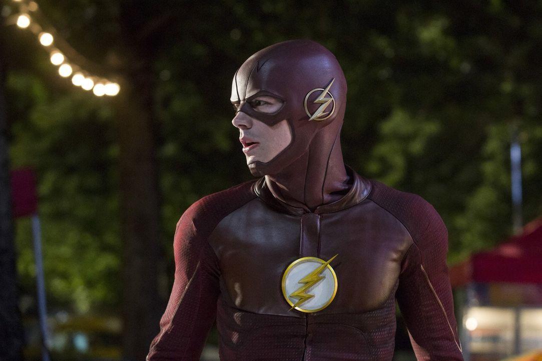 Ein Schattenwesen terrorisiert die Stadt und Barry alias The Flash (Grant Gustin) muss sich eingestehen, dass er nicht länger verschweigen kann, was... - Bildquelle: 2016 Warner Bros.