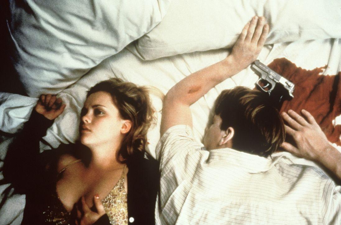 Deedee (Christina Ricci, l.) trennt sich auf immer und ewig von ihrem Freund Randy (William Lee Scott, r.) ... - Bildquelle: Columbia TriStar Films