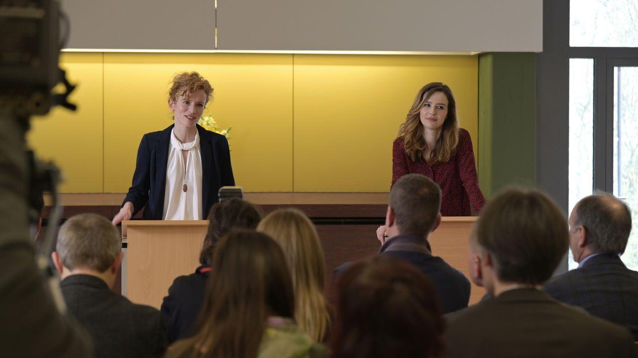Ingrid Sommerfeld (Adina Vetter, r.); Eva Jordan (Katrin Bauerfeind, r.) - Bildquelle: Christiane Pausch ProSieben / Christiane Pausch