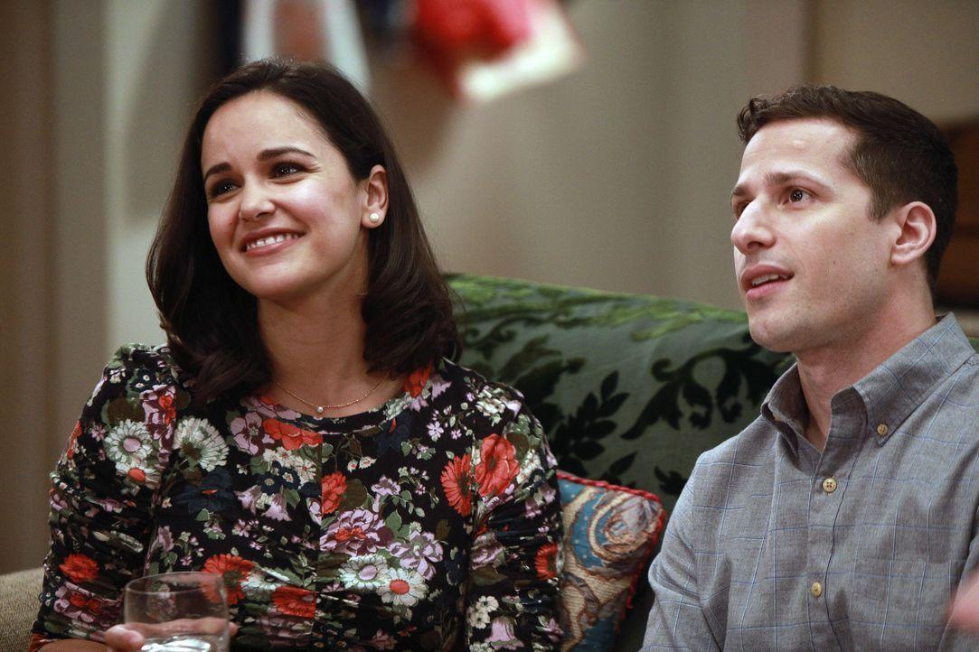 Amy Santiago (Melissa Fumero, l.); Jake Peralta (Andy Samberg, r.) - Bildquelle: Jordin Althaus 2018 UNIVERSAL TELEVISION LLC. All rights reserved. / Jordin Althaus