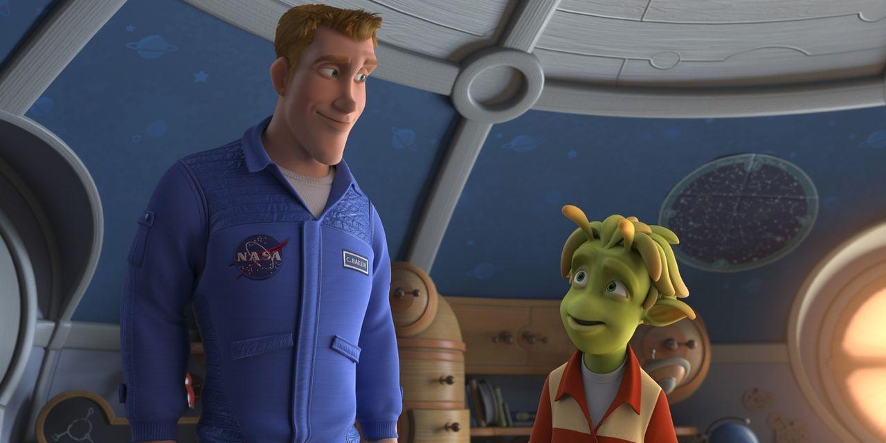 """Der Astronaut Captain Charles """"Chuck"""" Baker (l.) glaubt, er wäre der erste Mensch, der einen Fuß auf den Planeten 51 setzt. Doch zu seiner Überrasch... - Bildquelle: 2009 Columbia TriStar Marketing Group, Inc.  All Rights Reserved."""