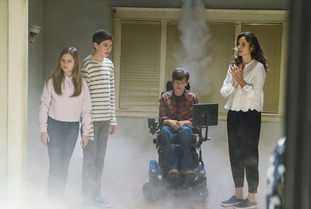 (v.l.n.r.) Dylan DiMeo (Kyla Kenedy); Ray DiMeo (Mason Cook); JJ DiMeo (Micah Fowler); Maya DiMeo (Minnie Driver) - Bildquelle: 2018-2019 American Broadcasting Companies. All rights reserved.