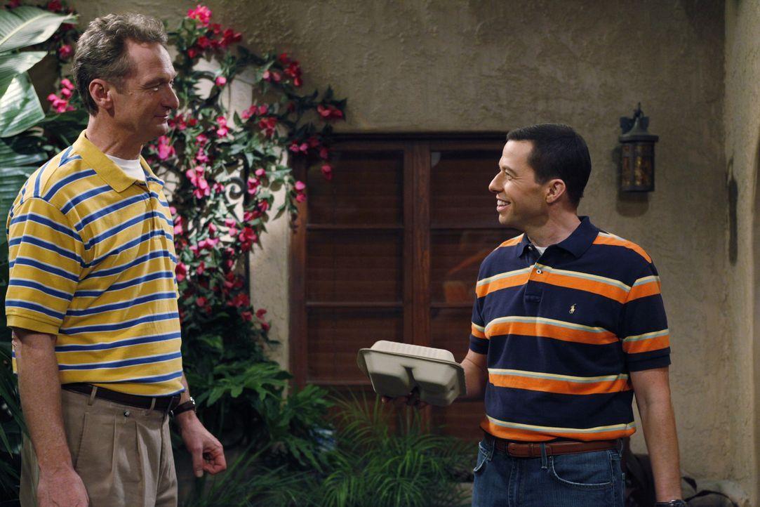 Verstehen sich prächtig: Alan (Jon Cryer, r.) und Herb (Ryan Stiles, l.) ... - Bildquelle: Warner Brothers