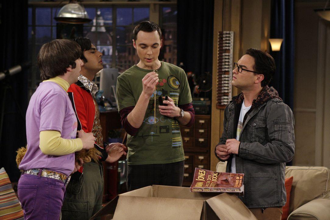 Leonard (Johnny Galecki, r.), Sheldon (Jim Parsons, 2.v.r.), Rajesh (Kunal Nayyar, 2.v.l.) und Howard (Simon Helberg, l.) erstehen auf dem Flohmarkt... - Bildquelle: Warner Bros. Television