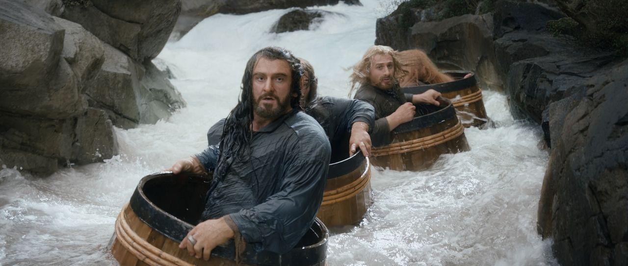 Thorin (Richard Armitage) und seine Zwergenbande scheuen sich nicht davor, auf dem Weg zum bösen Drachen auch mal ungewöhnliche Wege einzuschlagen .... - Bildquelle: 2013 METRO-GOLDWYN-MAYER PICTURES INC. and WARNER BROS. ENTERTAINMENT INC.