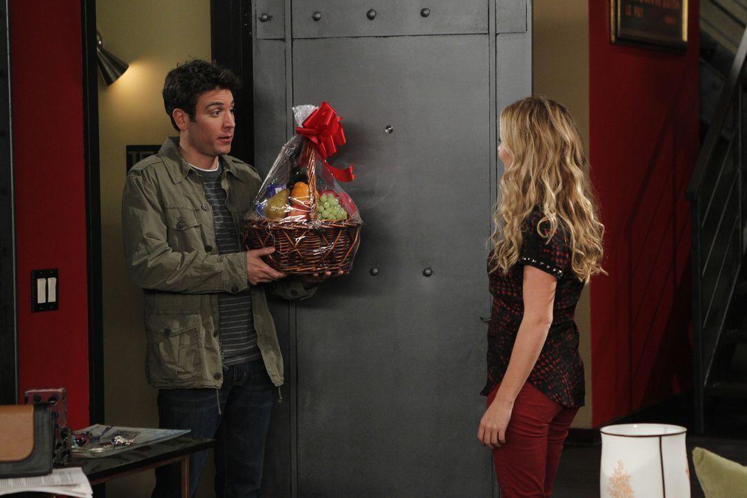 Kämpft um Quinns (Becki Newton, r.) Wohnung: Ted (Josh Radnor, l.) ... - Bildquelle: 20th Century Fox International Television