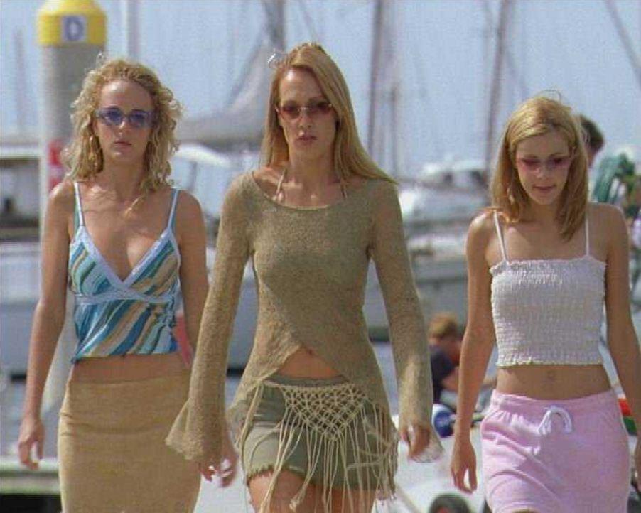 Die drei Schwestern (v.l.n.r.) Venus (Nikita Ager), Diana (Erika Heynatz) und June (Sarah Laine) sind nicht nur echte Frauen, sondern vor allem wasc...