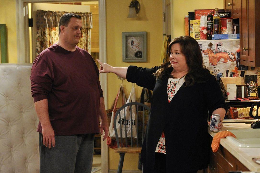 Sind glücklich miteinander: Molly (Melissa McCarthy, r.) und Mike (Billy Gardell, l.) ... - Bildquelle: Warner Brothers