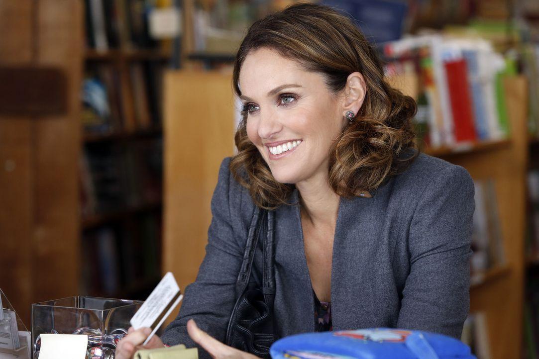 In einem Buchladen macht Violet (Amy Brenneman) eine nette Begegnung ... - Bildquelle: ABC Studios