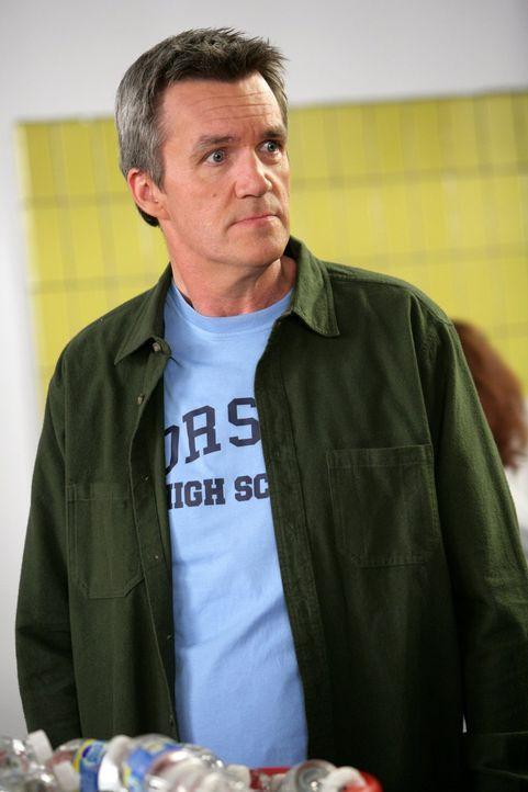 Ist etwas überrascht, dass sein Sohn Axl den Captain der Cheerleader dated: Mike (Neil Flynn) ... - Bildquelle: Warner Brothers