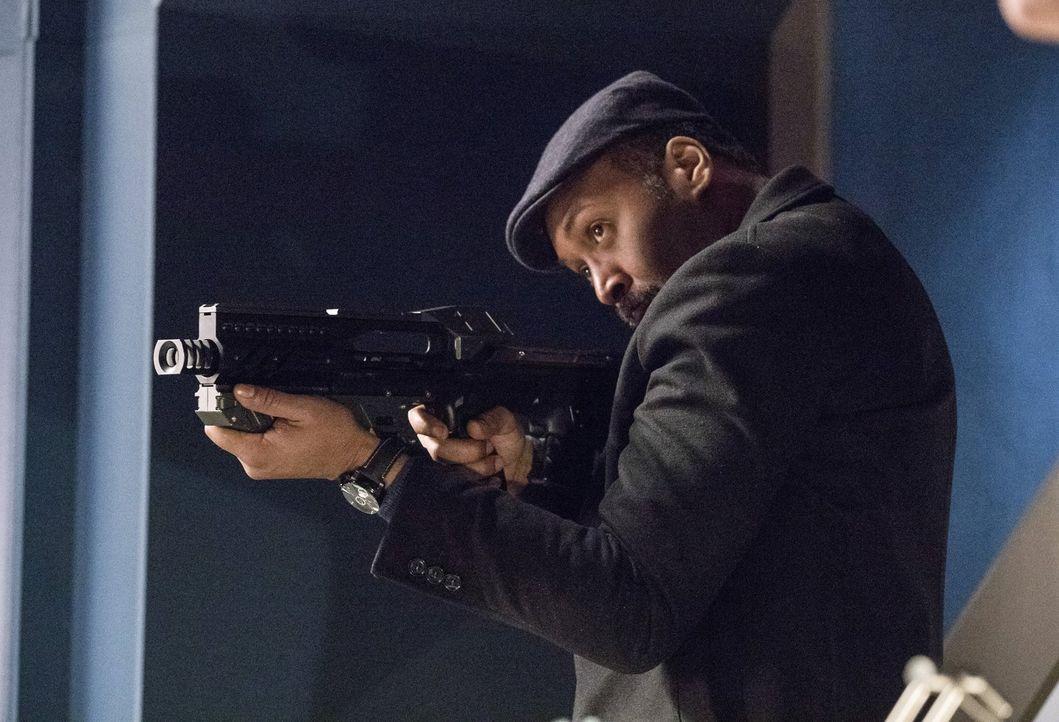 Wird Joe (Jesse L. Martin) tatsächlich einen Mörder freilassen, um möglicherweise an Informationen über Savitar zu kommen? - Bildquelle: 2016 Warner Bros.