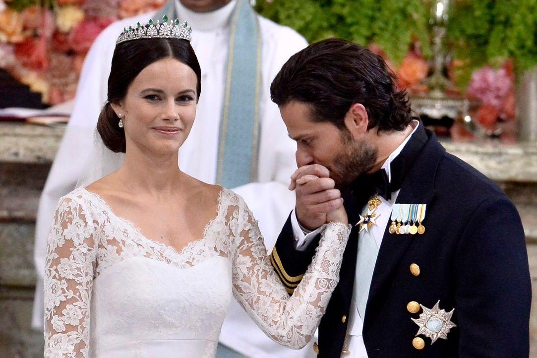 Hochzeit-Prinz-Carl-Philip-Sofia-Hellqvist-15-06-13-3-dpa - Bildquelle: dpa
