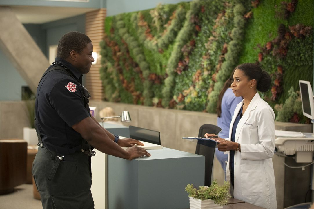 Dean Miller (Okieriete Onaodowan, l.); Dr. Maggie Pierce (Kelly McCreary, r.) - Bildquelle: Rick Rowell ABC Studios/Rick Rowell