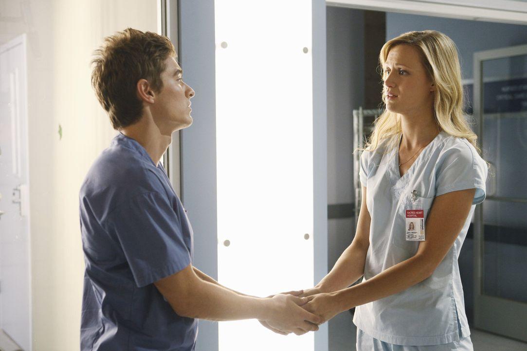 Werden sie ihre Aufgabe meistern? Cole (Dave Franco, l.) und Lucy (Kerry Bishe, r.) ... - Bildquelle: Touchstone Television