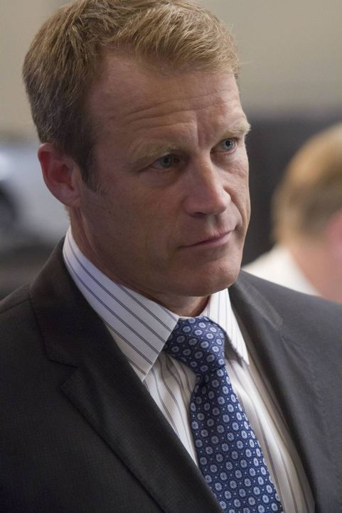 Widener (Mark Valley) arbeitet an einem brutalen Plan, um seinen ehemaligen Kollegen Gibson zu beseitigen ... - Bildquelle: 2013-2014 NBC Universal Media, LLC. All rights reserved.