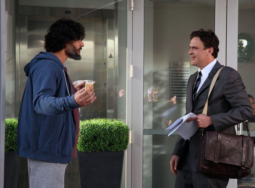 Als Marshall (Jason Segel, r.) seinen alten College-Freund Brad (Joe Manganiello, l.) wiedertrifft, ahnt er noch nicht, was das für Folgen haben wir... - Bildquelle: 2012 Twentieth Century Fox Film Corporation. All rights reserved.